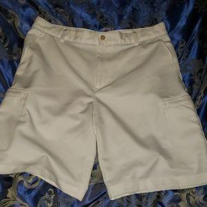 IZOD lightweight Golf shorts. Size 34